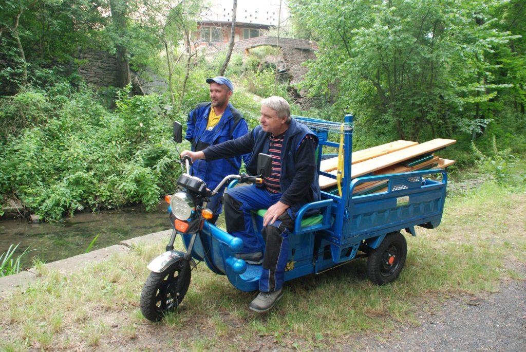 Elektromobilní užitková tříkolka v obci Polepy